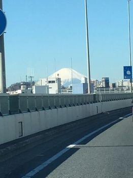 横浜 首都高からの富士山.jpg